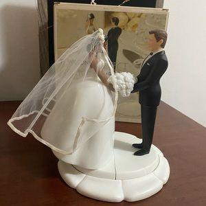🆕 CAKE TOPPER BRIDE & GROOM W/ FLOWERS & BASE
